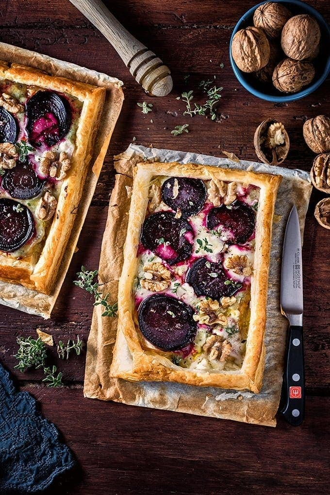 2 tarts side by side on wooden table