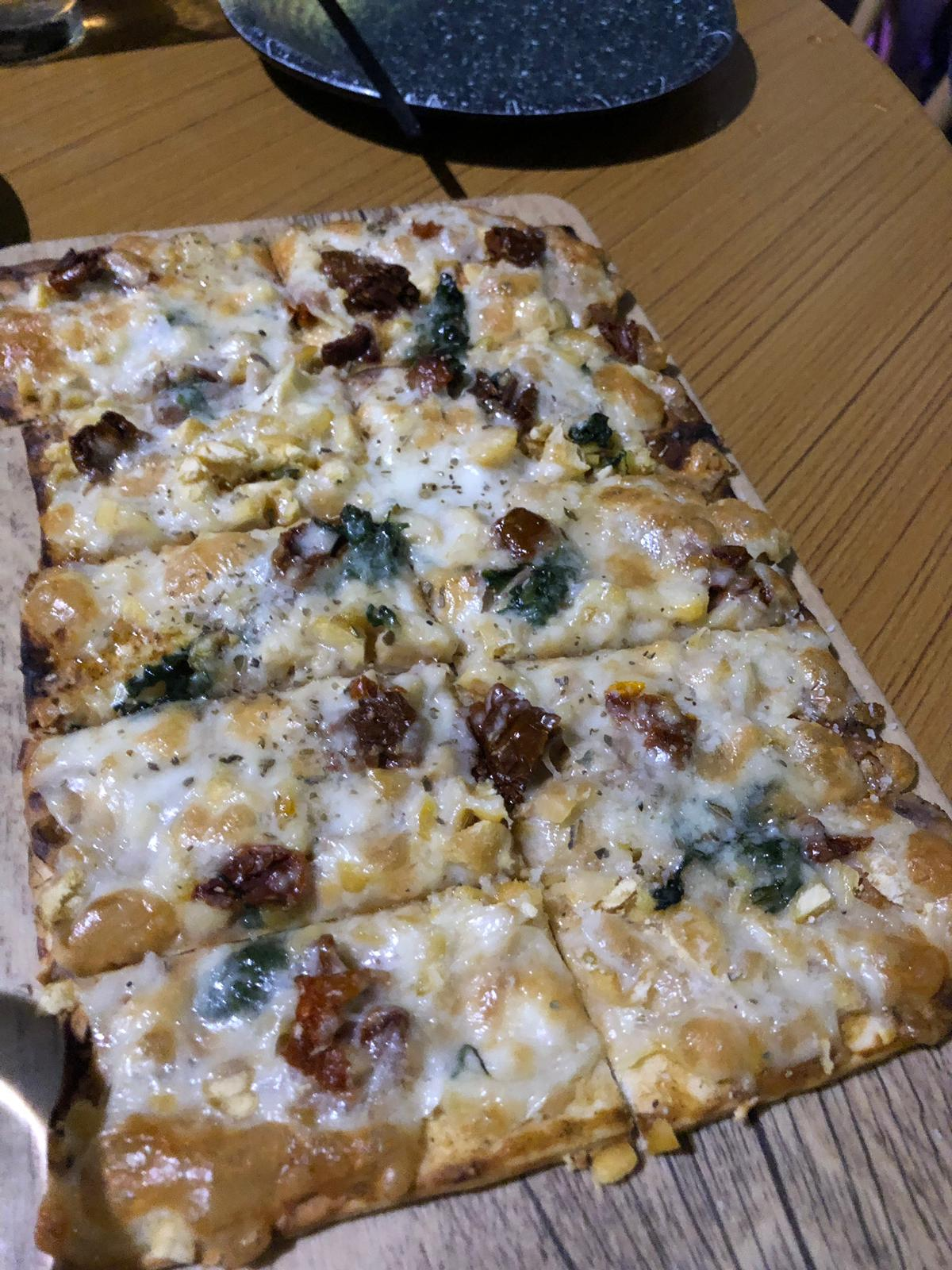 Flatbread with veg and cheese